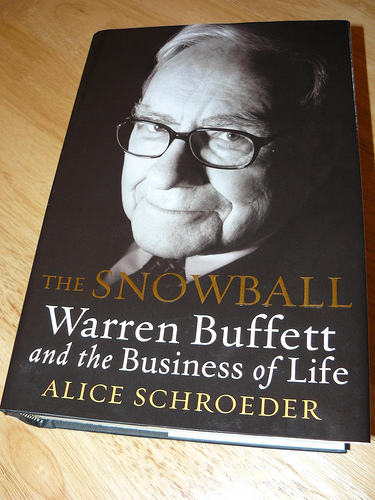 essays warren buffett book review The essays of warren buffett (2003) the book is a carefully chosen selection of buffett's famous annual letters to shareholders in berkshire hathaway.